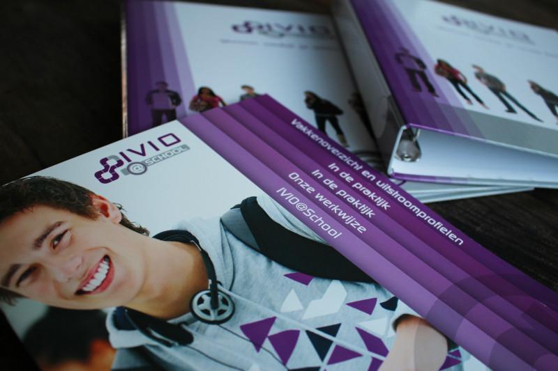 ivio@school-brochure-1